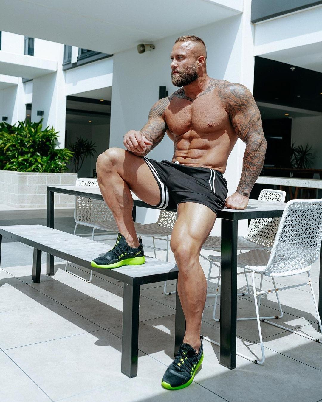 sexy-shirtless-alpha-men-zac-smith-fit-tattoo-body-bearded-daddy-thick-legs