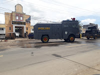Cegah Covid19, Polres Loteng Lakukan Penyemprotan Disinfektan di Sejumlah Ruas Jalan dan Pasar Sengkol
