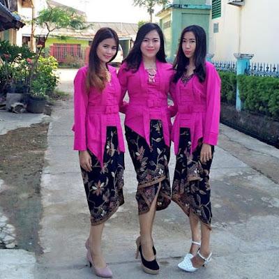 Model Kebaya Kutubaru pink Rok Batik Lilit