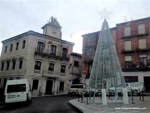 plaza mayor de Cuéllar con el Ayuntamiento