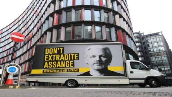 Británicos creen que el Gobierno debería interceder por Assange
