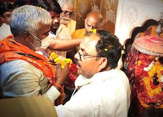भाजपा प्रदेश अध्यक्ष स्वतंत्र देव सिंह ने शीतला चौकियां धाम में टेका मत्था    #NayaSaberaNetwork