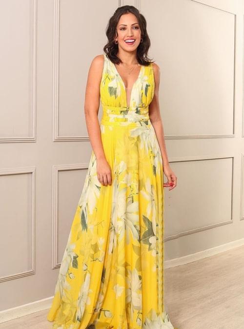 vestido longo amarelo estampado e fluido