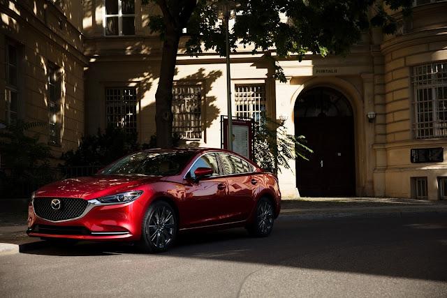 Phần đầu xe Mazda6 2020 sẽ giống hầu hết thế hệ sản phẩm mới của Mazda lưới tản nhiệt tổ ong liền mạch.