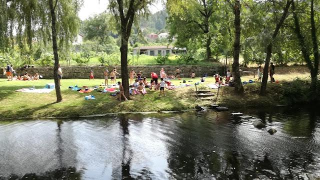 Poldras para passar entre as margens do rio