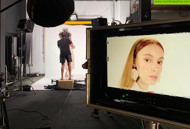 Los modelos palmeros internacionales Mondour y Brhito protagonizan el vídeo promocional del portal de venta online de moda diseñado por Sodepal