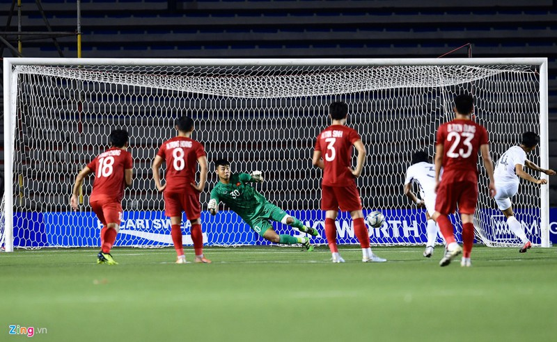 Văn Toản nhiều khả năng sẽ bắt chính trong khung gỗ của U22 Việt Nam ở trận chung kết. Cũng giống 3 trung vệ phía trên, Văn Toản đi giày Adidas khi thi đấu. Tuy nhiên, chàng thủ môn sử dụng găng tay của Nike.