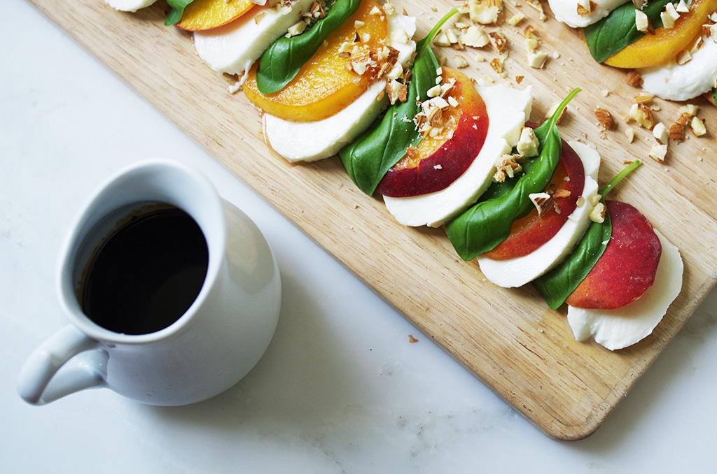 Elizabeth l Mozzarella x peaches recipe l healthy food l THEDEETSONE l http://thedeetsone.blogspot.fr