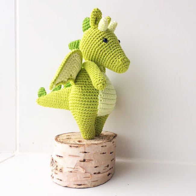 Crochet Dragon by Annemarie's Haakblog featured at Pieced Pastimes