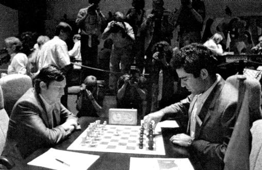 1er juillet 1988, Belfort. Karpov a les blancs, Kasparov, les noirs - Photo © Est-Républicain