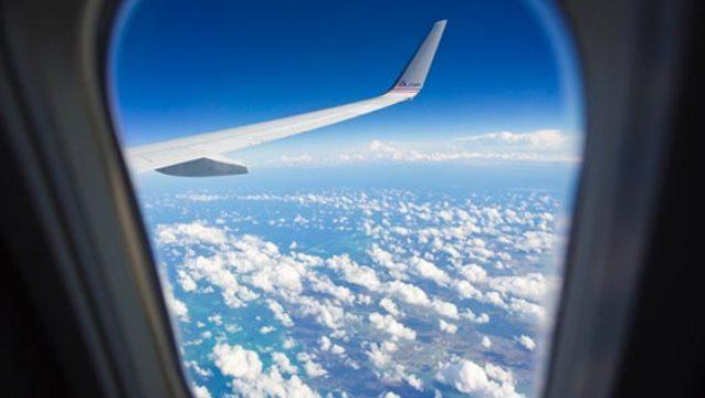 ماذا يحدث عند كسر نافذة الطائرة اثناء الطيران؟ ولماذا لا تفتح نوافذ الطائرة أثناء الطيران؟ وهل إذا فتحت أو كسرت نافذة الطائرة سوف يموت الجميع؟
