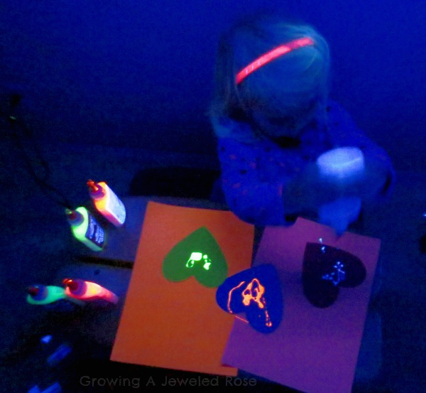Make your own glowing rainbow glue for kids arts and crafts using this easy recipe! #growingajeweledrose #activitiesforkids #glowingglue #rainbowglue #rainbowglueart #homemadeglue #homemadegluerecipe #glowinthedarkglueprojects #gluecrafts #gluecraftsforkids #glueart #glueartforkids