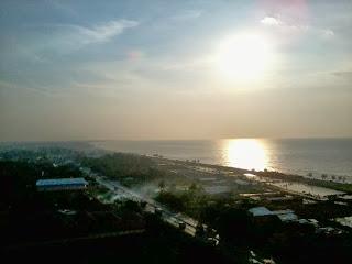 matahari sore di pantai