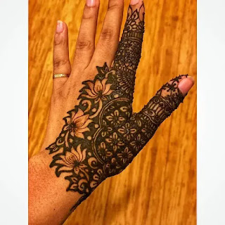Flowers_with_net_mehndi_pattern