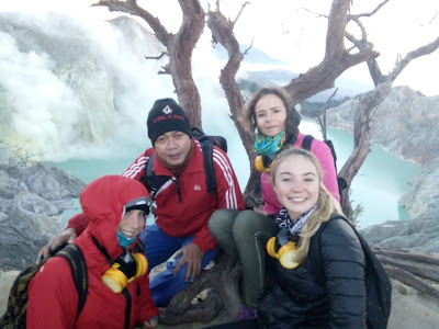 Ijen Volcano guide in the piek of crater to show on sunrise view