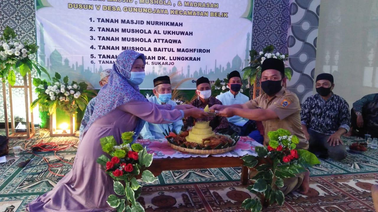 Pelaksanaan Ikrar Wakaf Masjid, Mushola dan Madrasah di Dusun V Desa Gunungjaya