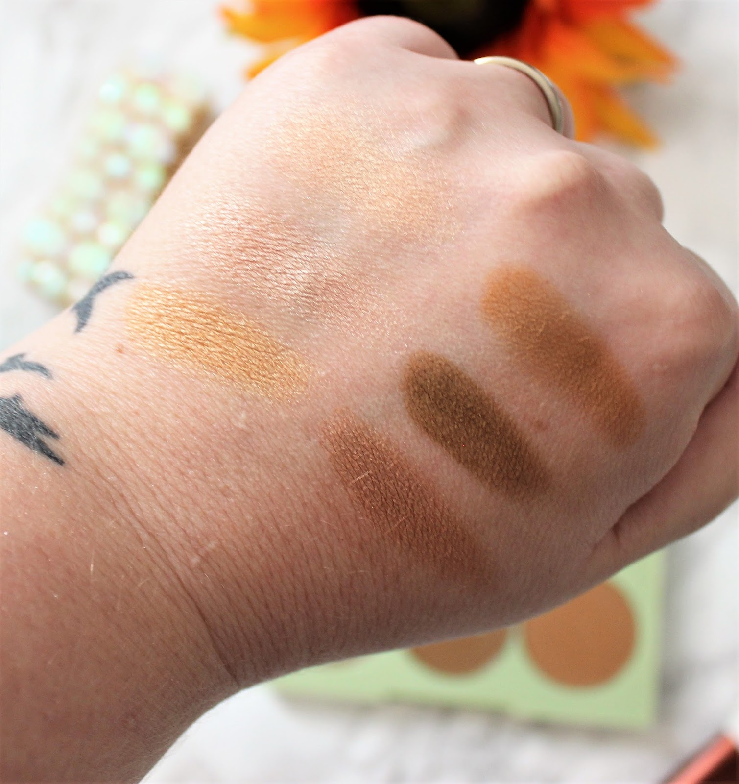 Pixi Beauty bronze & strobe palette swatches