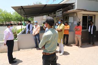 कलेक्टर ने सरस्वती विद्या मंदिर में चल रहे क्वारन्टइन सेंटर का किया निरीक्षण
