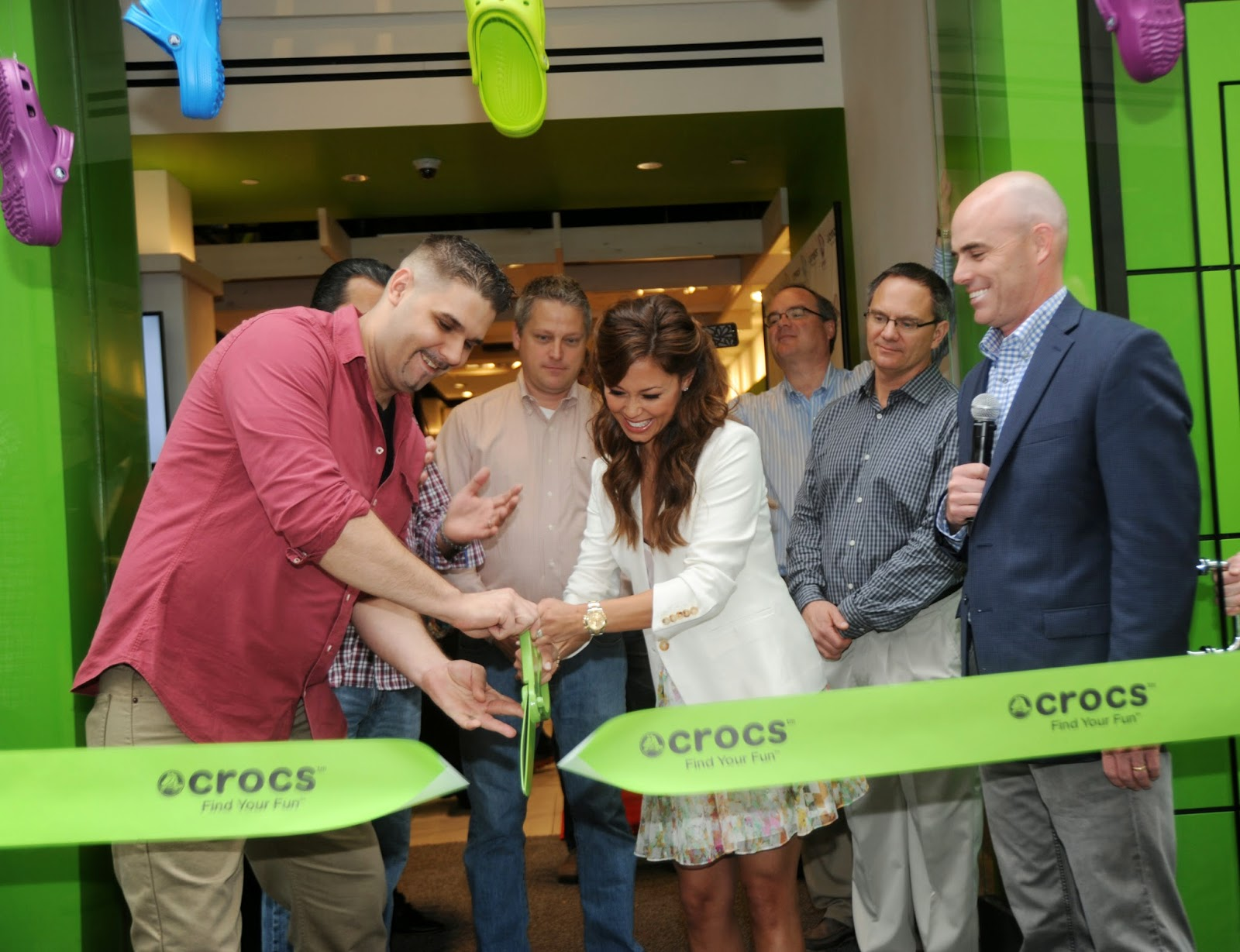 a33ed17a1 Vanessa Lachey helped kick off the Crocs 34th Street flagship store grand  opening on May 15th. Vanessa looked fabulous in an ivory dress paired with  Crocs ...