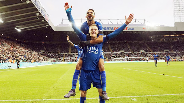 Jamie Vardy et Riyad Mahrez célébrant un but pour Leicester