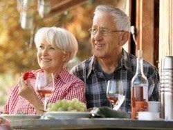 Ăn uống ngày hè với người cao tuổi