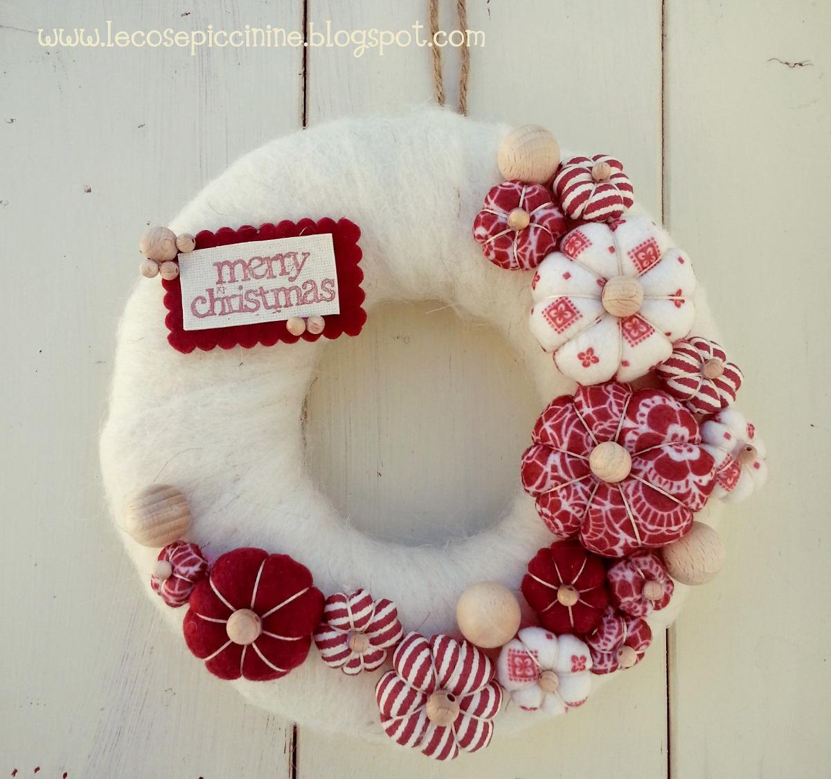 Le cose piccinine il natale piccinino 3 una ghirlanda - Decorazioni natalizie per la porta di casa ...