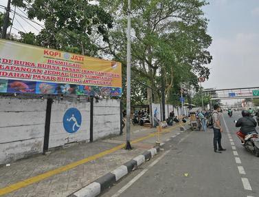 Pintu Utama Pasar Ikan Hias Jatinegara