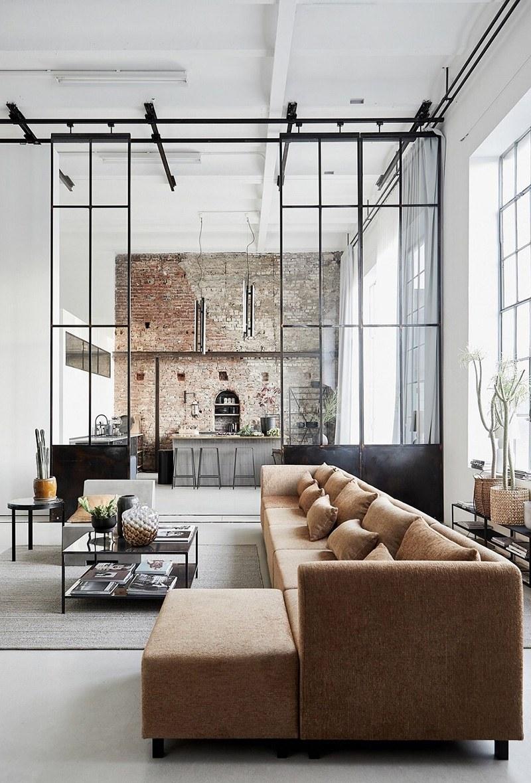 Una casa in stile industriale perfetta per mettere in mostra dei prodotti di arredamento di stile nordico-scandinavo