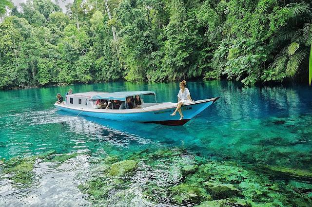 Danau Labun Cermin Kalimantan Timur