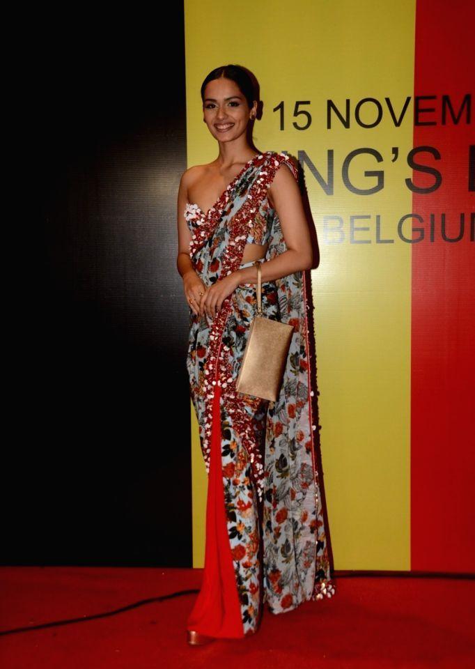 Manushi Chillar Sizzling Beauty in Saree and Sleeveless Blouse