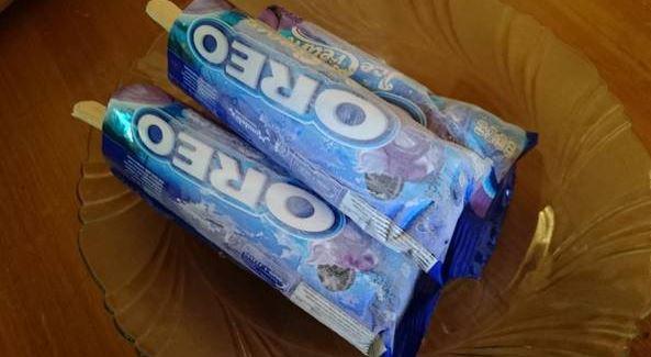 Cara membuat es krim Oreo stick dengan 2 bahan