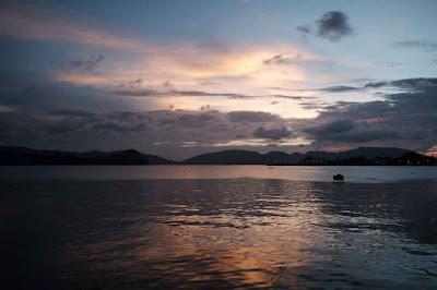 Melihat Matahari Terbenam di Dermaga Kota Sabang