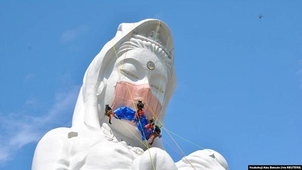 Berdoa agar COVID-19 Usai, Patung Dewi Kwan Im di Jepang Dipasangi Masker