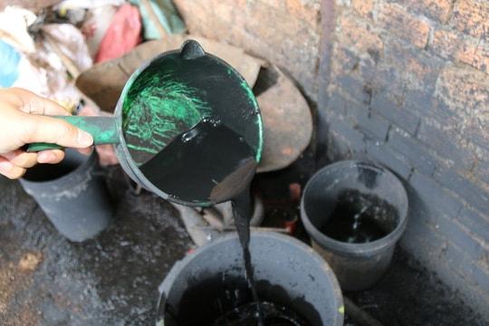 Cận cảnh chế biến cà phê độc hại từ tạp chất và than pin - Ảnh 12.