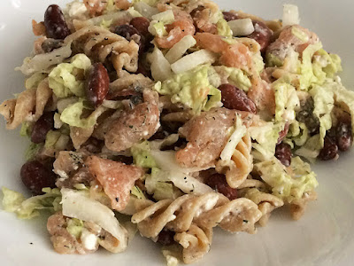 Sałatka z  makaronu, łososia i fasoli