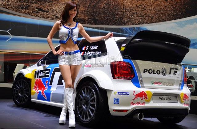Foto SPG Cantik Mobil Hot  Mobil