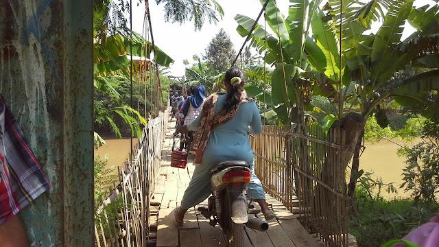 Jembatan gantung desa muara blanakan