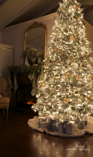 Christmas tree with gold and white ornaments