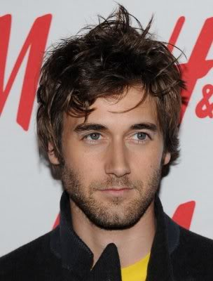 trendy short messy hairstyles with bangs hair for men from