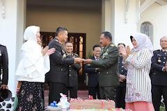 HUT ke-74 TNI, Kapolda Jateng Beri Kejutan Pangdam IV Diponegoro