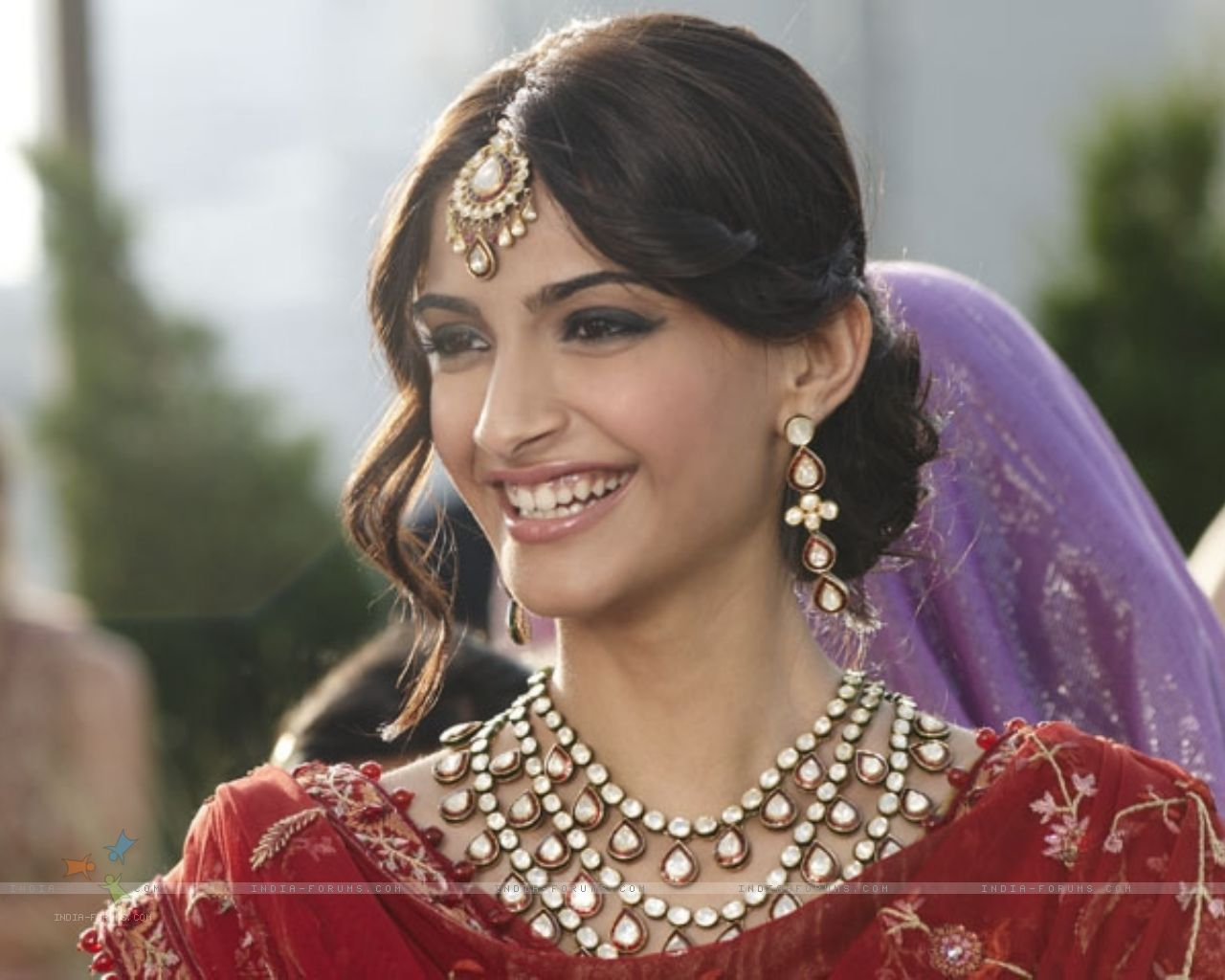 Movie Hub Sonam Kapoor Hot Gallery, Wallpapers, Gossips-5401