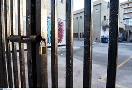 Καταδικάστηκε κατασκευαστική για τραυματισμό μαθήτριας από πυλώνα  σε σχολείο της Χαλκιδικής
