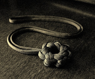 Seven point single strand paracord star knot