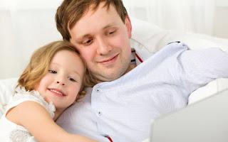 5 Alasan Mengapa Ayah Selalu Menjadi Lelaki dengan Cinta Terbaik Bagi Setiap Putrinya