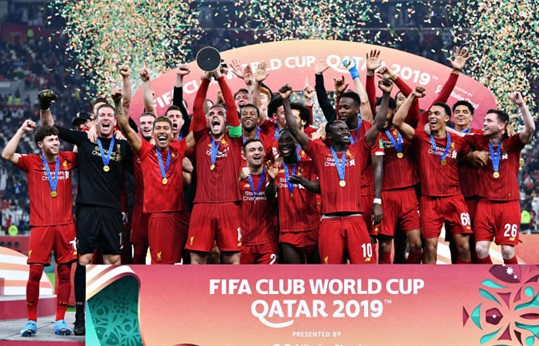 LFC-celebrate-CWC-win-on-trophy-rosterum