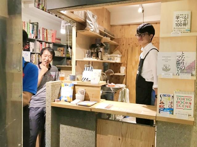 Cafe dengan Manga yang Melimpah!