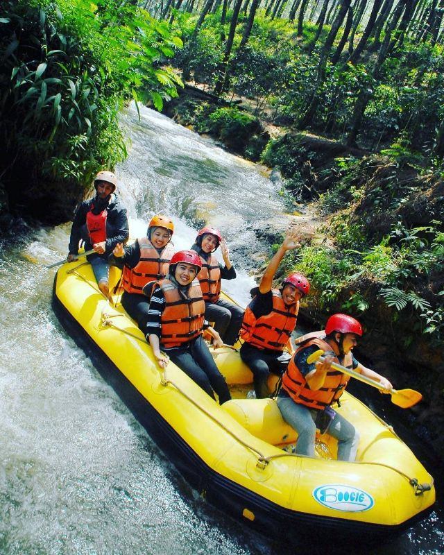 Rafting situ cileunca bersama gravity adventure
