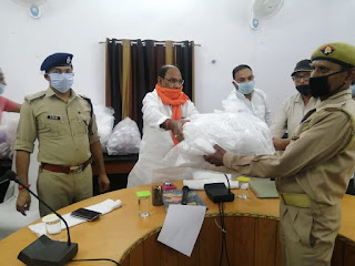 http://upviral24.in/    पुलिस कर्मियों को कोरोना वायरस के संक्रमण से बचाव हेतु सामग्री वितरित -सदर विधायक जालौन   Distributed material to police personnel to prevent infection of coronavirus -Sadar MLA Jalaun          संवाददाता, Journalist Anil Prabhakar.                 www.upviral24.in