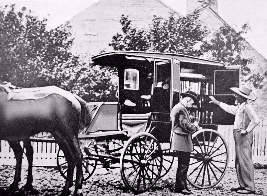 Before Amazon, We Had Bookmobiles 15+ Rare Photos Of Libraries-On-Wheels - A Horse-drawn Cart In Washington In The 1900s. It Was One Of The First American Bookmobiles, Built In 1905, But Was Hit And Destroyed By A Train In 1910