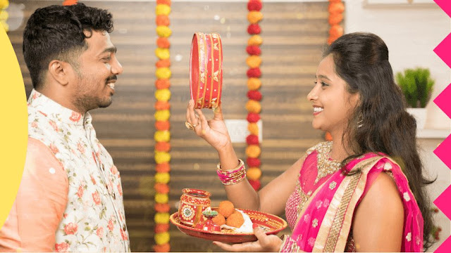Karva Chauth Hindu महीने कार्तिक में अंधेरे आधे के चौथे दिन मनाया जाता है। इस दिन विवाहित महिलाएं Apne पति के जीवन को बढ़ाने के लिए व्रत रखती हैं।